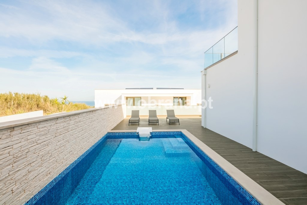 STUNNING CONTEMPORARY VILLA WITH PRIVATE POOL | 3 BEDROOMS, SLEEPS 6 | AIR CONDITIONING | WIFI | BEACH | SURF | ELEVATOR