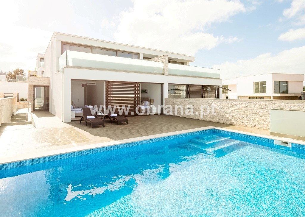STUNNING CONTEMPORARY VILLA WITH PRIVATE POOL | 4 BEDROOMS, SLEEPS 8 | AIR CONDITIONING | WIFI | BEACH | SURF