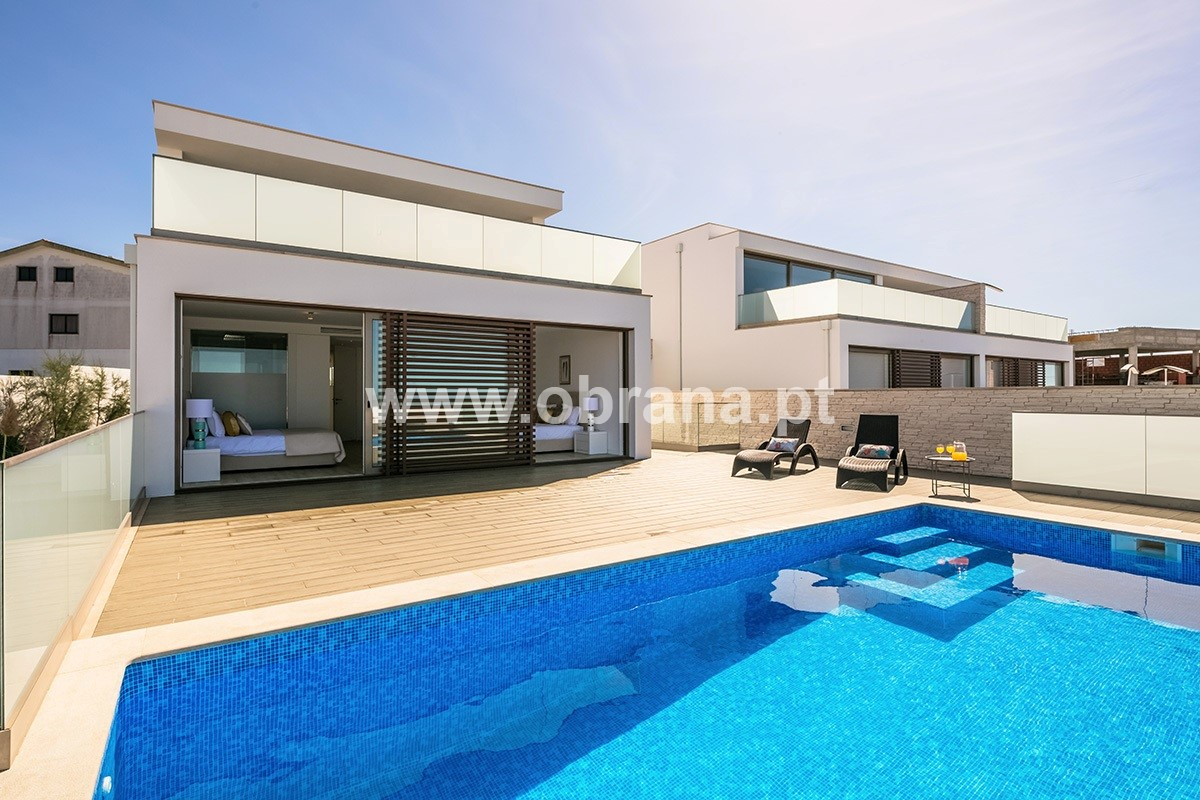 LOURINHA LUXURY VILLA WITH PRIVATE POOL FOR RENT | 4 BEDROOMS, SLEEPS 8 | AIR CONDITIONING | WIFI | BEACH | SURF