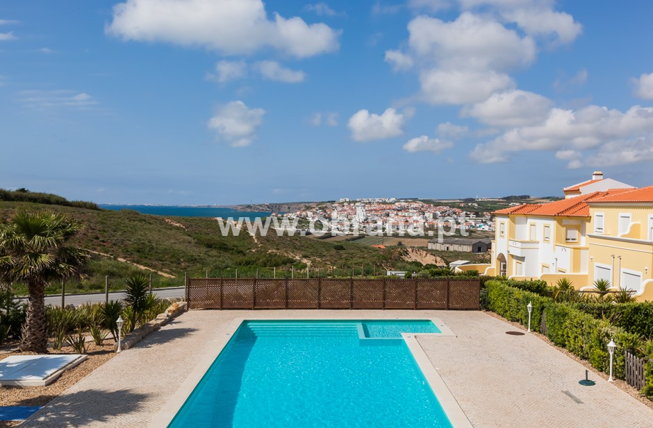 3 BEDROOM VILLA WITH SEA VIEW & TERRACE | CLOSE TO BEACH & LOURINHÃ TOWN | CONDO POOL | PEACEFUL AREA | LONG TERM RENTAL