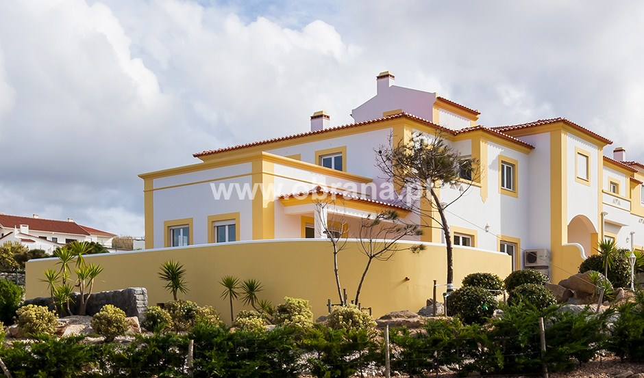 LOURINHA LUXURY HOLIDAY VILLA P| SHARED POOL | WIFI |SLEEPS 6 |PANORAMIC SEA VIEW